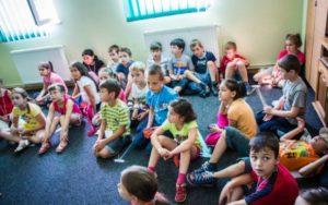 Romania-Kids-in-Class_840x560-590x370